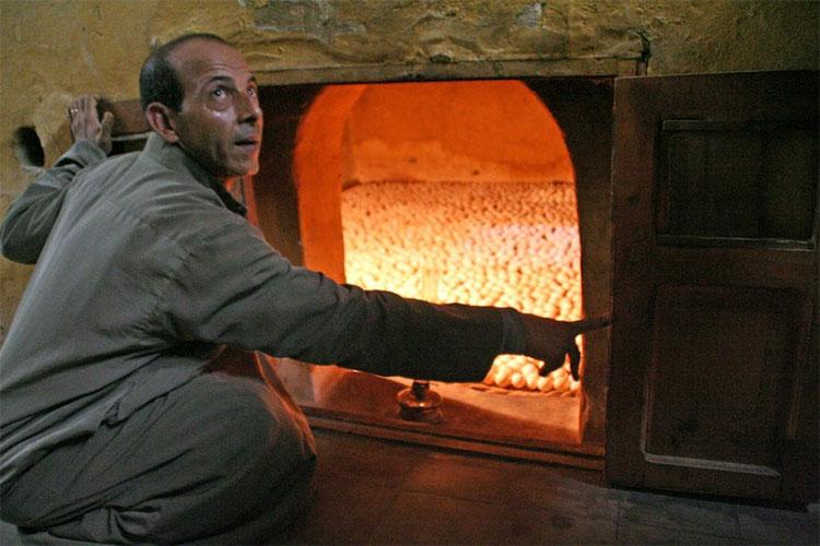 Ngày nay, lò ấp trứng Ai Cập dùng nhiên liệu đốt hiện đại.