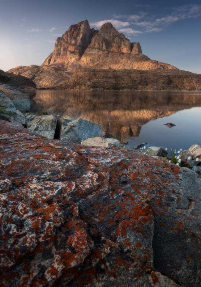 Tuyết tan chảy hết để lộ ra những khối đá xám xịt vào mùa nóng.