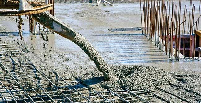 Làm mặt kỹ quá sẽ làm cho lượng nước và xi măng bị tách và nổi trên bề mặt hỗn hợp bê tông.