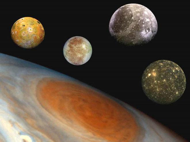 Sao Mộc và 4 mặt trăng lớn nhất của nó.