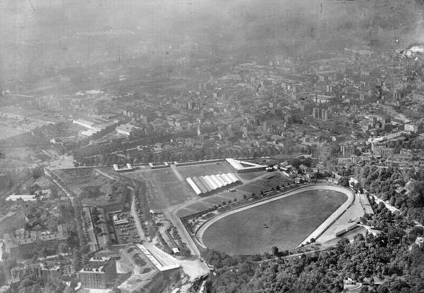 Quang cảnh sân vận động Parc des Princes ở Paris nhìn từ trên cao.