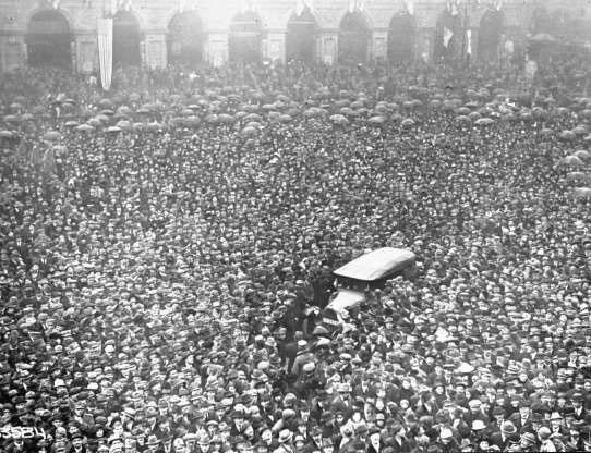 Đám đông tập trung để xem Tổng thống thứ 28 của Mỹ Woodrow Wilso