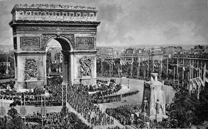 Buổi diễu hành của quân Đồng minh qua Khải Hoàn Môn, Pháp kỷ niệm hòa bình năm 1919.
