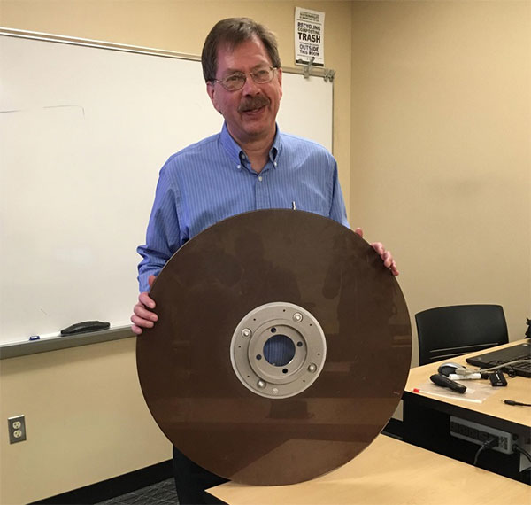 Ổ cứng 10 MB từ những năm 1960.