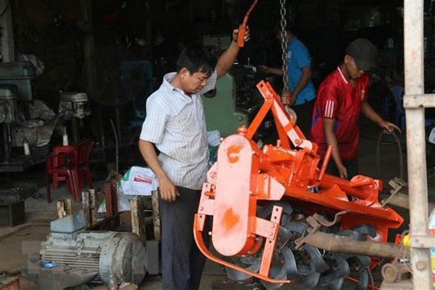 Ông mạnh dạn nghiên cứu, chế tạo những sản phẩm mà nông dân đang cần cho canh tác.