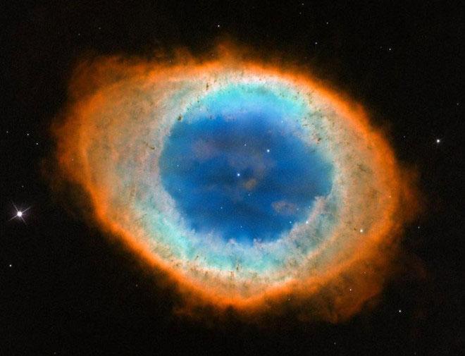 Theo Forbes, có lẽ cảnh tượng nổi tiếng nhất của một ngôi sao sắp chết thuộc về Tinh vân Chiếc Nhẫn