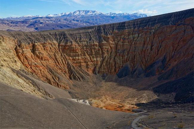 Một vụ nổ núi lửa đã để lại dấu ấn tại Thung lũng Chết