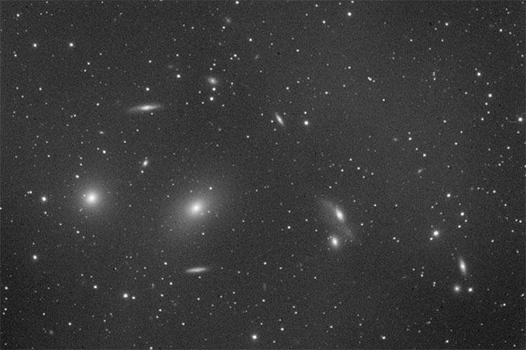 Ngay cả các nhà thiên văn học từ thời xưa có thể quan sát những thiên hà sáng chói bằng kính viễn vọng.
