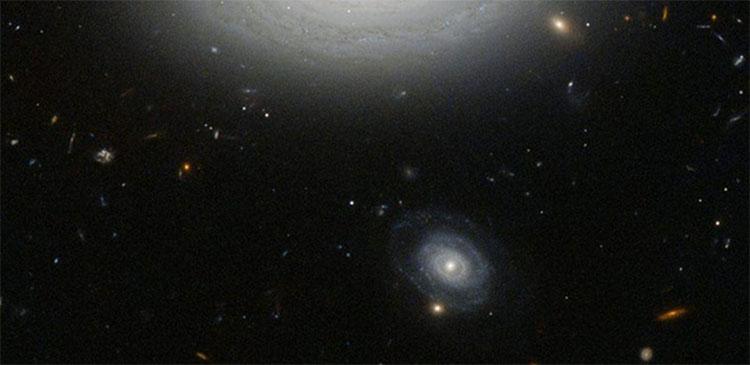 Đây là MCG + 01-02-015, được xem là thiên hà cô đơn nhất trong vũ trụ khả kiến.