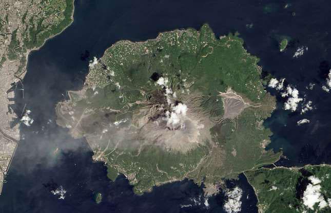 Trong ảnh là đợt phun trào hồi tháng 8/2013 của núi lửa Sakurajima.