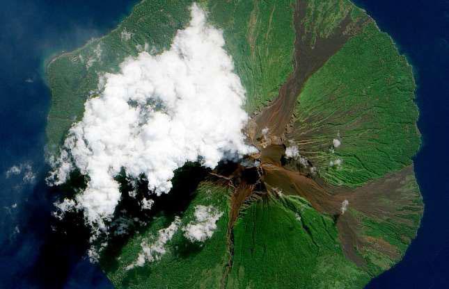 Núi lửa Manam ở Papua New Guinea phun trào tháng 6/2010.