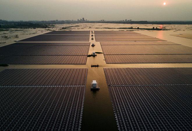 Trang trại năng lượng Mặt Trời đặt nổi trên nước tại Trung Quốc.