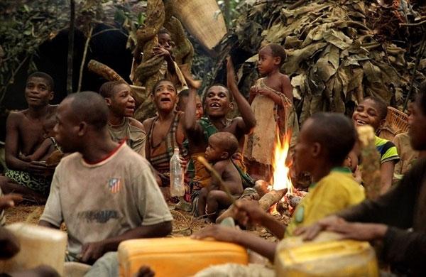 Nhiếp ảnh gia Susan Schulman đã tới thăm bộ lạc Baka để ghi lại hình ảnh về cuộc sống của họ.
