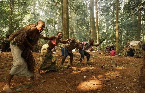 Họ luôn sống khép kín vì không muốn gây xung đột với các bộ tộc khác.