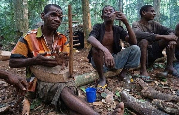 ...với mức lương rẻ mạt từ tộc người Bantu.