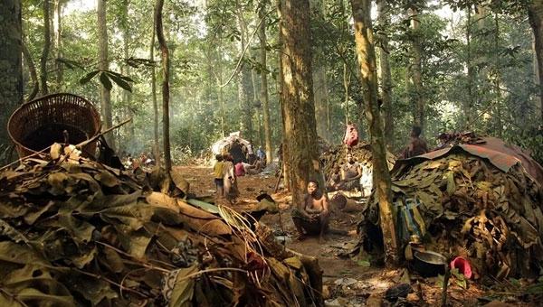 Cuộc sống của tộc người Baka còn muôn vàn khó khăn vì phải đối mặt với sự kì thị từ bên ngoài.