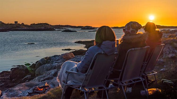 Người dân trên đảo hoạt động không theo cách tính giờ thông thường trong mùa hè.