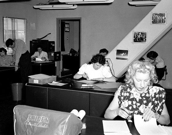 """Phòng làm việc của những """"máy tính người"""" tại NACA năm 1949"""