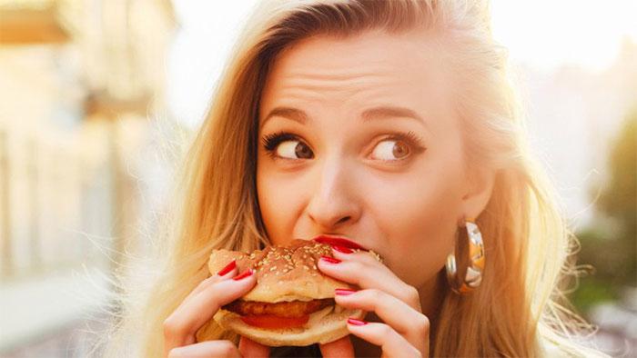 Nếu bạn cảm thấy đói một hoặc hai giờ sau khi ăn, có thể là do bạn không có đủ chất xơ.