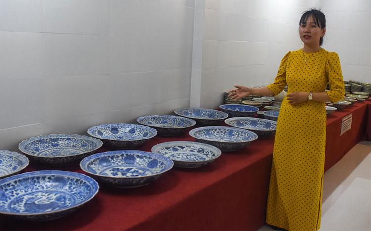 Hiện vật trưng bày được khai quật từ các tàu cổ đắm trên các vùng biển từ Quảng Nam đến Cà Mau.
