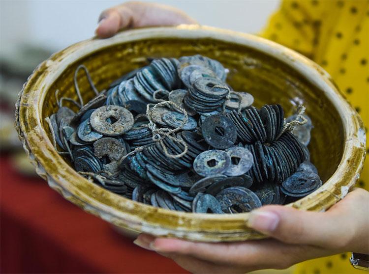 Tiền cổ được phát hiện trong tàu đắm ở Bình Châu (Quảng Ngãi).