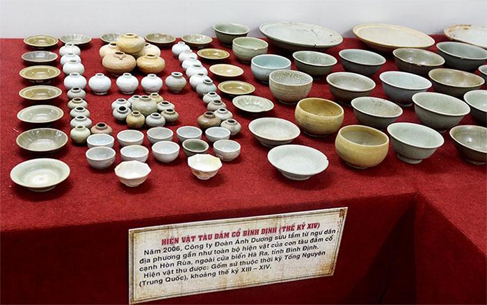 Vật dụng gốm sứ thuộc thời Tống Nguyên (Trung Quốc) có niên đại thế kỷ XIII-XIV