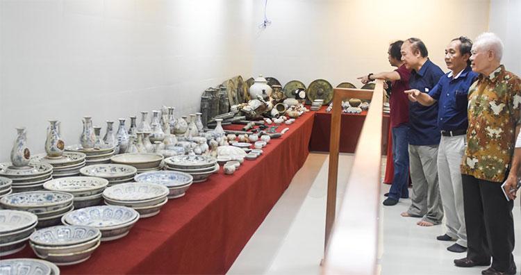 """Quảng Ngãi trưng bày """"kho cổ vật"""" của 9 con tàu đắm trên vùng biển Việt Nam."""