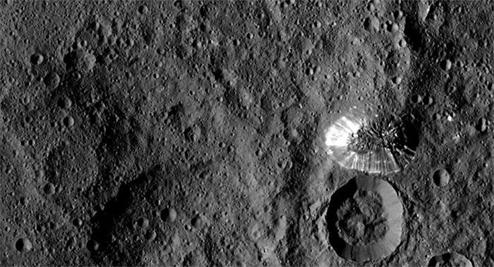 Các nhà khoa học đã suy nghĩ về khả năng Ceres có thể hỗ trợ sự sống.