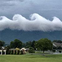 """""""Sóng thần"""" mây cuộn trào trên bầu trời Mỹ"""