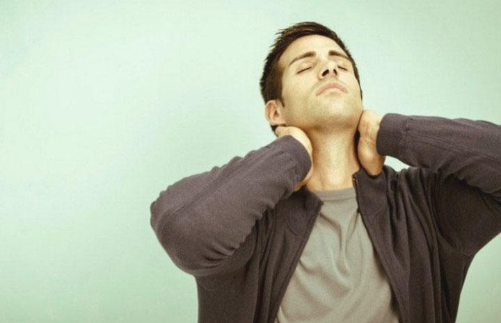 Bài tập nâng cơ ngực thẳng (Upright Chest Lift)