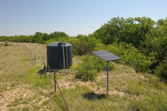 Các máy bơm mặt trời đang ngày càng phổ biến hơn vì không phải sử dụng nguồn điện.