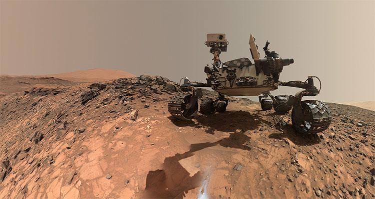 Tàu thăm dò sao Hỏa Curiosity của NASA đang làm nhiệm vụ khảo sát trên bề mặt hành tinh Đỏ