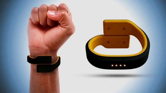 Hiện vòng đeo tay Pavlok đang được bán trên Amazon với giá 210 USD.
