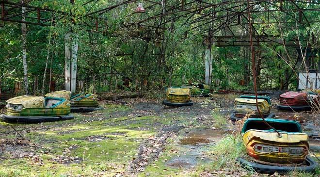 Một khu vui chơi bị bỏ hoang gần nơi nhà máy Chernobyl phát nổ.