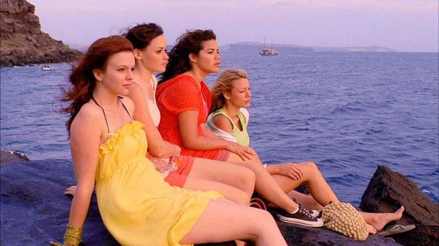 Giống như tập yoga, bạn cũng sẽ cảm thấy rất thư giãn và thoải mái khi ở biển.