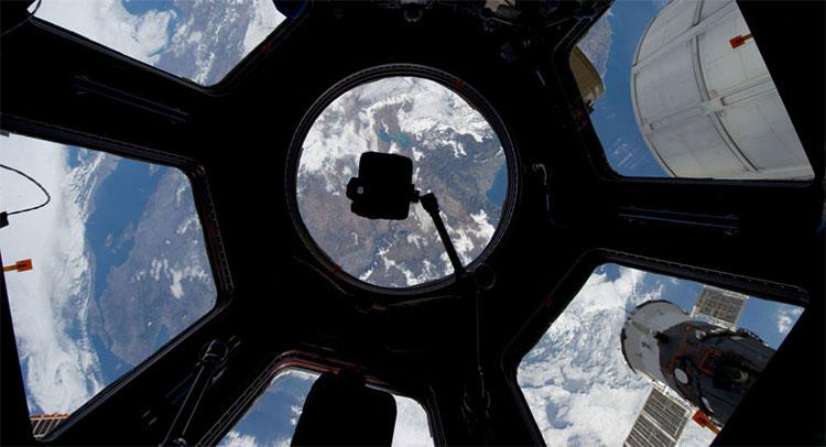 Thí nghiệm đầu tiên mà anh chàng này tham gia là thử nghiệm đèn điện cho Trạm vũ trụ quốc tế.
