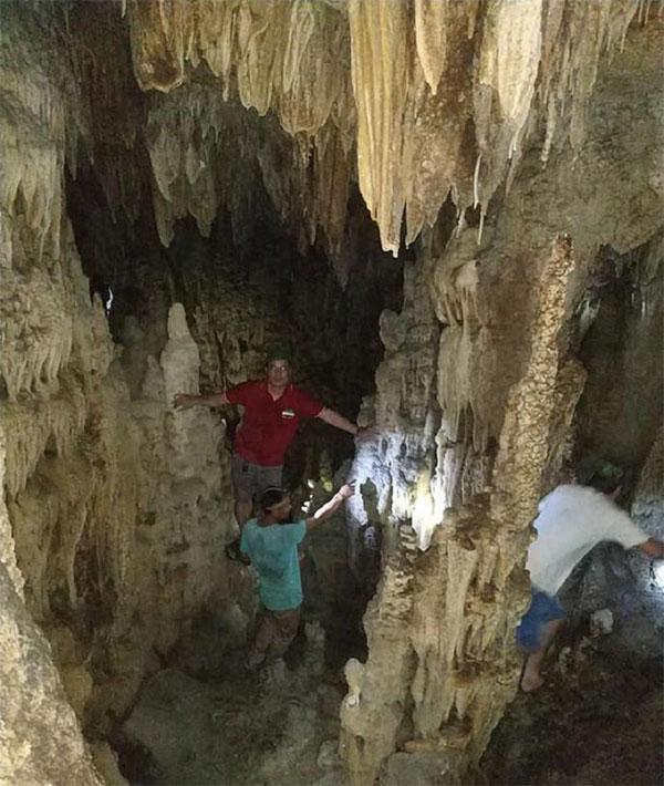 Hệ thống hang động với vẻ đẹp hoang sơ và hình thù kỳ lạ