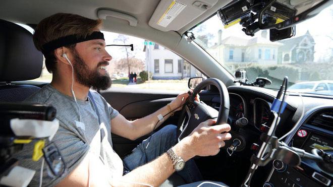 Các chiếc xe trong tương lai có thể nên trạng bị hệ thống theo dõi ánh mắt hoặc nhận dạng khuôn mặt để cảnh báo tài xế