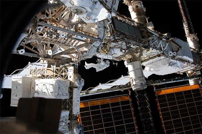 Kỹ sư Anne McClain của NASA đang làm việc bên ngoài ISS vào tháng 4/2019.