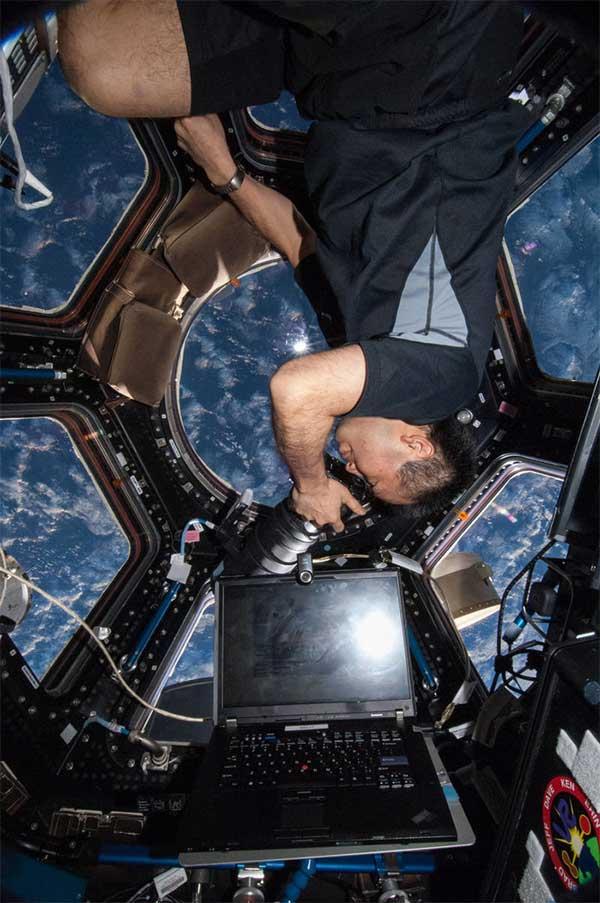 Nhà du hành Nhật Bản Koichi Wakata làm việc trên ISS.