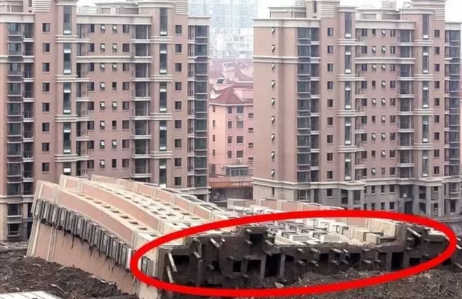 Sập tổ hợp căn hộ ở Thượng Hải