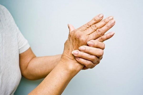 Nguyên nhân và những yếu tố nguy cơ của viêm khớp dạng thấp (Phần 2),đá ủi