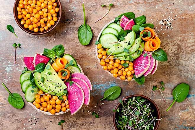 Kết hợp rau, củ, quả và tinh bột từ các loại hạt để cung cấp đầy đủ chất xơ, ngừa táo bón.