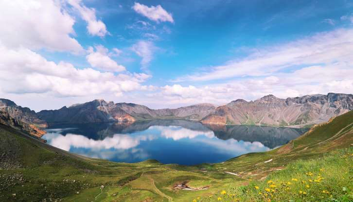 Hồ Thiên đường ở núi Paektu Mountain.