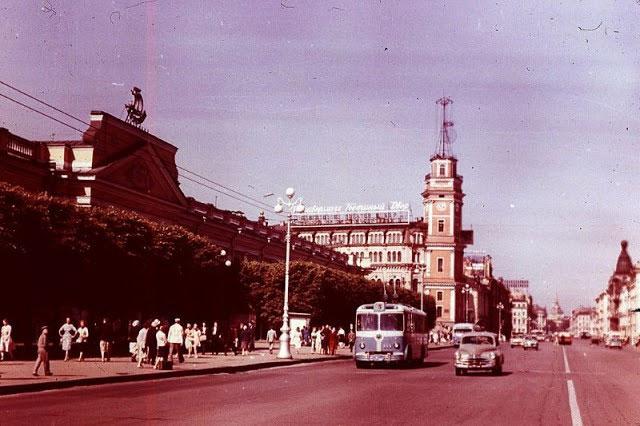 Bức ảnh năm 1968 chụp Đại lộ Nevsky Prospect ở Leningrad.