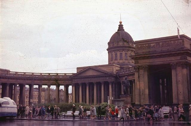 Thánh đường Kazan - một trong những nhà thờ Chính Thống giáo lớn nhất thành phố Leningrad.