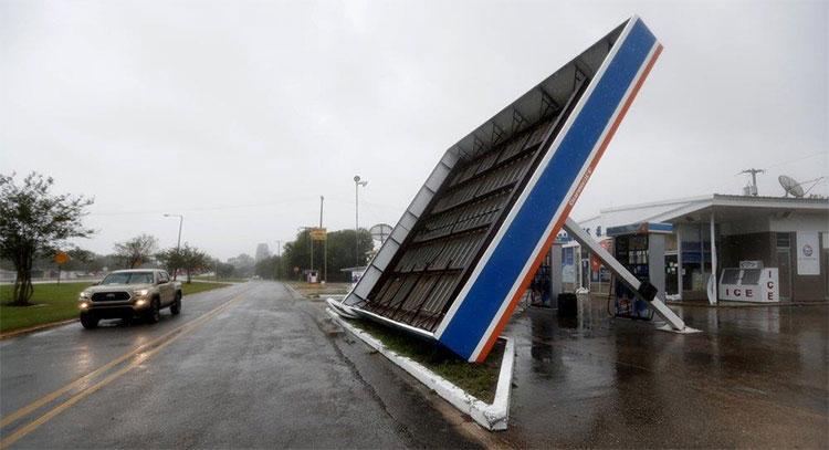 Tổng thống Mỹ Donald Trump đã kêu gọi người dân tiếp tục cảnh giác trước hiện tượng thời tiết cực đoan.