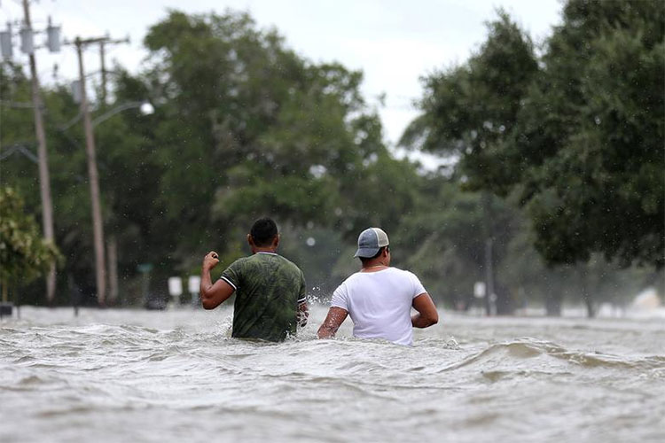 Cơn bão đầu tiên của mùa hè tại Mỹ gây mưa lớn ở các bang Louisiana và Missisippi khi tiến dần về phía bắc.
