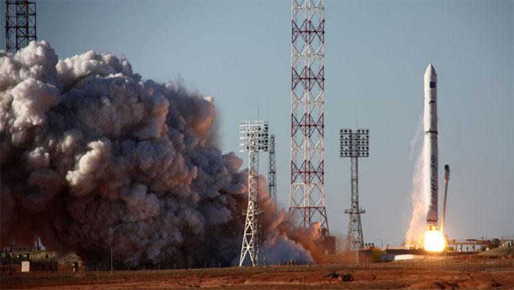Tên lửa đẩy đưa kính viễn vọng không gian mới của Nga rời bệ phóng. (Ảnh: AFP).