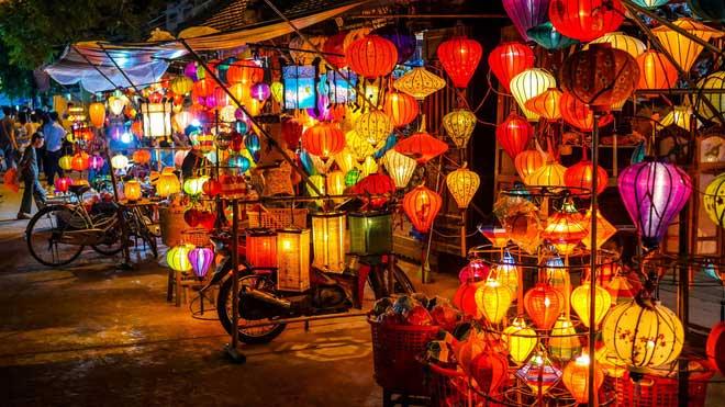 Những gian hàng bán đèn lồng ở Hội An